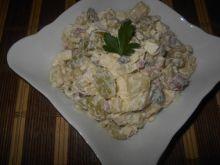 Serowo-ziemniaczana sałatka z winogronami