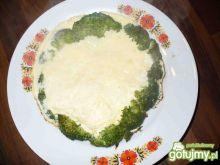 Serowy omlet z brokułami