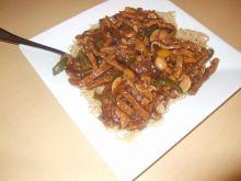 Sezamowe Chow Main z wołowiną