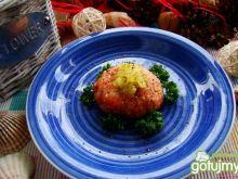 Siekany tatar z łososia