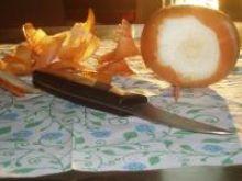 Silne łzawienie oczu przy krojeniu cebuli