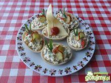 Skorupki waflowe nadziewane sałatką