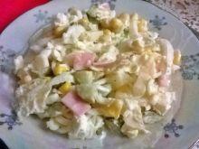 Skromna sałatka z ananasem
