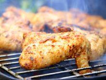 Zrób grillowane skrzydełka z sosem pomidorowym!