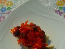 Śledź w pomidorach z rodzynkami