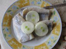 Śledzie marynowane z cebulą