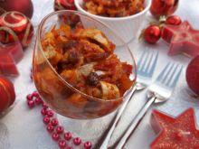 Śledzie w sosie pomidorowo-cebulowym z rodzynkami