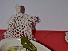 Śledzie w zalewie octowej z ogórkiem i cebulą