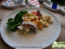 Śledzik w sałatce jajecznej z selerem
