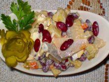 Śledziowa sałatka z czerwona fasolą ;
