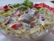 Śledziowa sałatka z kwaśnymi jabłkami