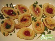 Ślimaczki z ciasta francuskiego z serem