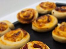 Ślimaki drożdżowe - pizza rolls
