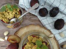 Śliwki zapiekane pod pistacjową kruszonką