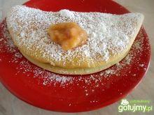 Słodki omlet z jabłkami