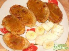 Słodkie tosty z dżemem i bananem