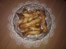 Słone paluszki z ciasta francuskiego
