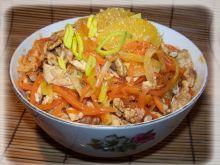Słoneczna sałatka z kurczakiem i pomarańczą