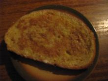 Smaczny chleb smażony z jajem