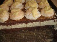 Smakołyk kakaowy z kremem i cisteczkiem