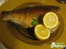 Smażona ryba z masłem czosnkowym