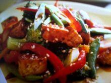 smażone warzywa z tofu