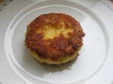 Smażony camembert z lubczykiem