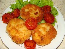Smażony oscypek z pomidorkami