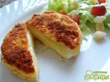 Smażony panierowany camembert