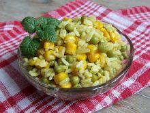 Smażony ryż z kukurydzą i groszkiem