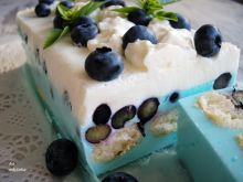 Smerfowy jogurtowiec z borówkami