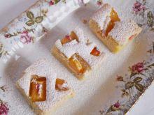 Śmietankowe ciasto z brzoskwiniami
