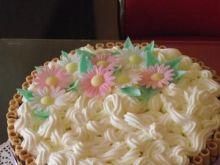 Śmietankowo-truskawkowy tort urodzinowy