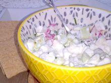Śniadaniowa sałatka z serkiem wiejskim