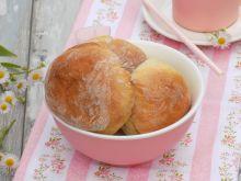 Śniadaniowe bułeczki na kefirze z rodzynkami