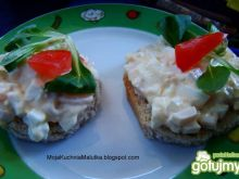 Śniadaniowe kanapeczki z pastą