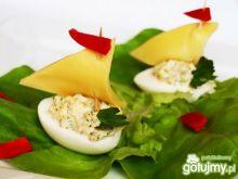 Śniadaniowe łódeczki z jajka