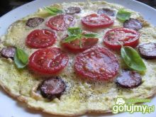 Śniadaniowy omlet z pomidorami