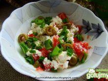 Śniadaniowy twarożek z oliwkami i pomido