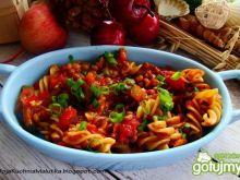 Świderki w sosie pomidorowym z soczewicą