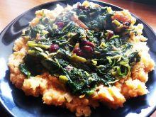 Soczewica ze szpinakiem i żurawiną w curry
