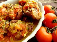 Soczyste żeberka w sosie z porów i pomidorowych