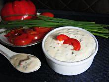 Sos jogurtowy z papryką i szczypiorkiem