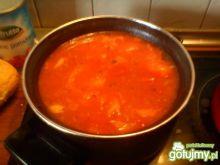 Sos pomidorowy z cebulką i pieczarkami