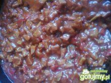 Sos pomidorowy z papryką i kiełbasą