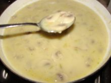 Sos śmietanowy z pieczarkami i cebulą