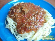 Spagetti z mięsem i pomidorami