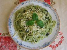 Spaghetti bazyliowe z oliwkami
