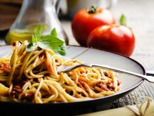 Jak zrobić spaghetti bolgnese?