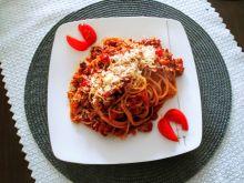 Spaghetti bolognese z boczkiem i papryką